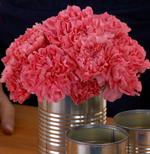 How To: Make a Centerpiece with Recycled Cans