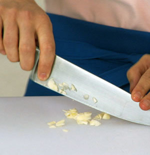 How To: Peel and Chop Garlic