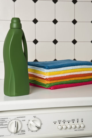 5 Ways You're Ruining Your Bath Towels