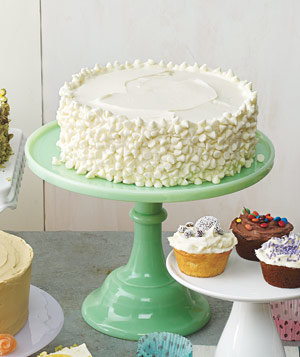 Cake Decorating Vanilla Icing : Yellow Cake With Vanilla Frosting and White Chocolate ...
