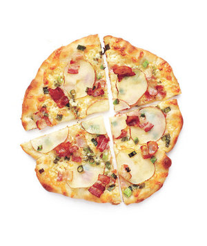 potato-bacon-pizza-ictcrop_300.jpg?itok=ah7kZnhJ