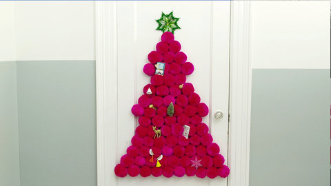 Video you won 39 t believe this adorable space saving Big christmas tree small space