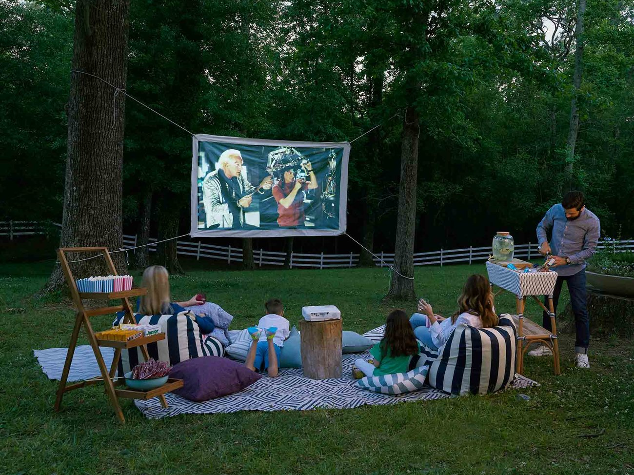 Backyard Movie Theater (0718HOM)