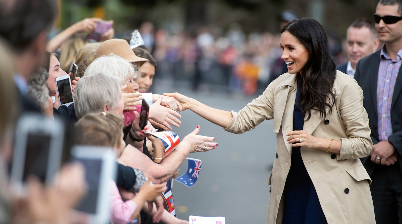 meghan markle in classic trench coat