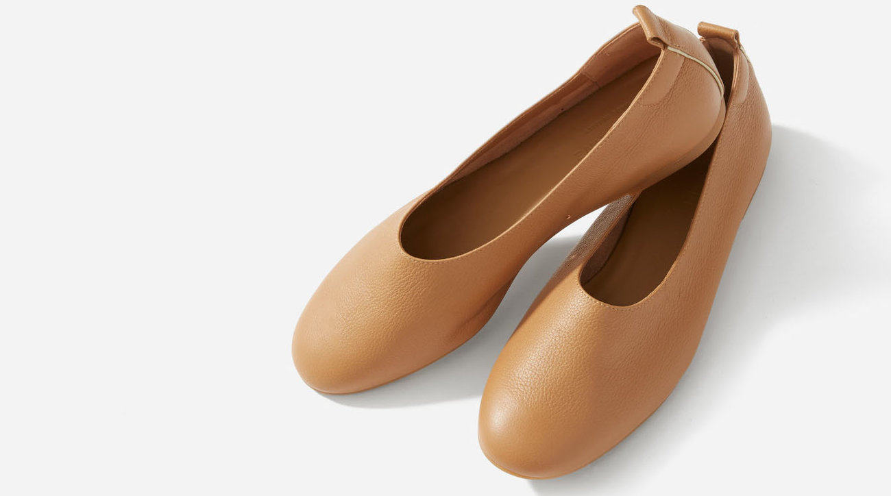 Everlane Day Glove Flats in Caramel
