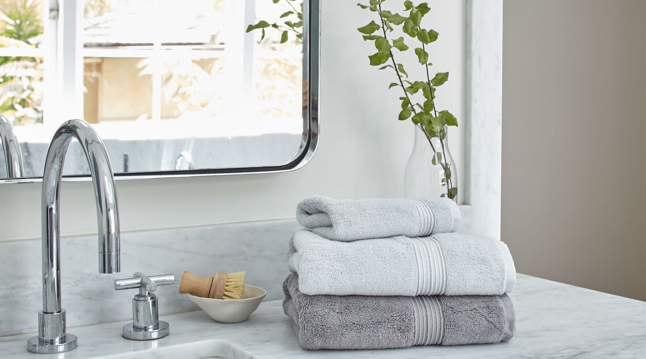 Best Bath Towels on Bathroom Counter with Mirror
