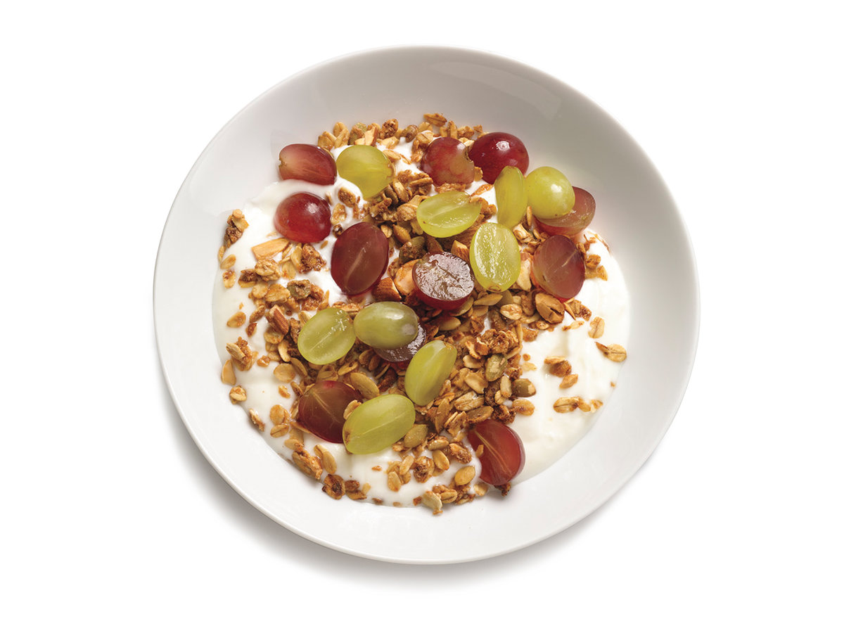 Yogurt With Grapes and Granola
