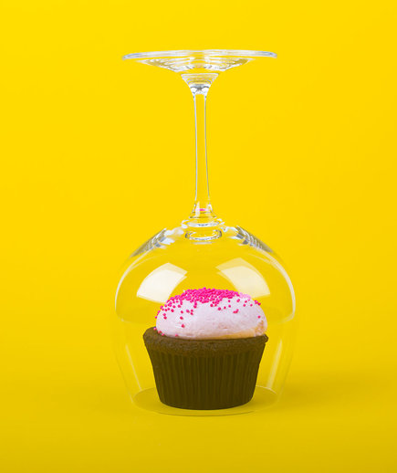 Wineglasses as a Cupcake Cloche