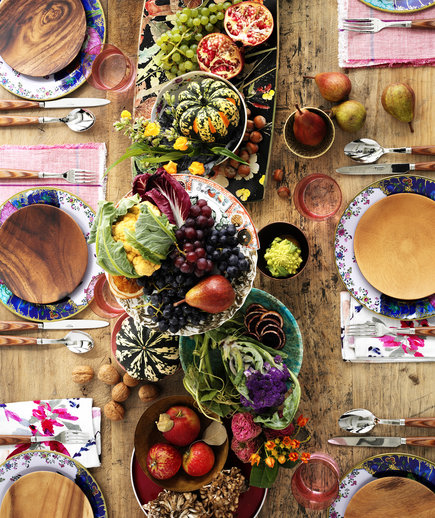 Friendsgiving ideas food decorations and games