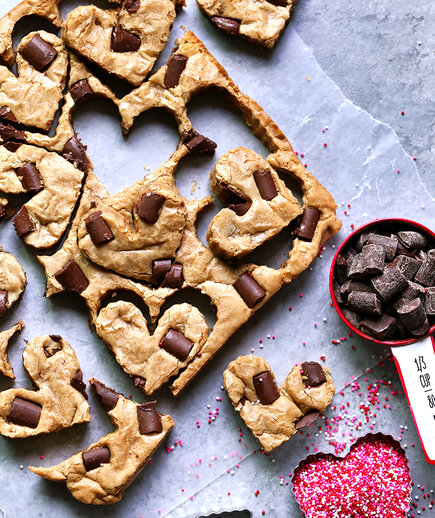 Valentines Desserts: Cookie Butter Chocolate Chunk Blondies