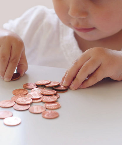 child-counting-pennies