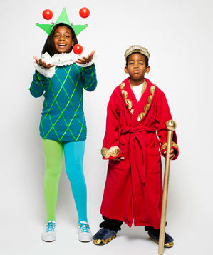 Kids in jester and king costumes
