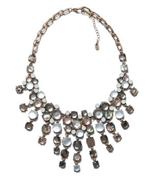 Zara Necklace With a Teardop Shaped Stone