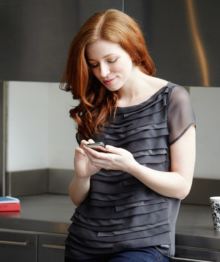 woman-texting