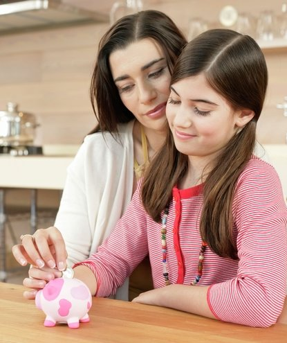 mother-daughter-money-piggybank