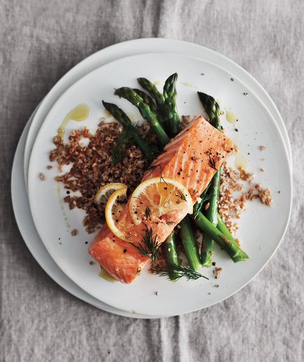 Lemony Baked Salmon With Asparagus and Bulgur