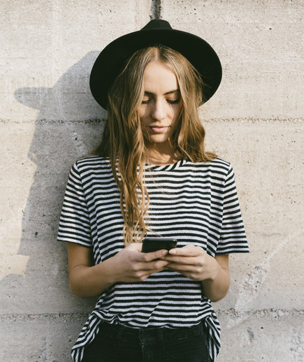 Young woman using a retirement savings app on her smartphone.