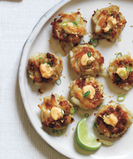 Sesame Crab Cakes With Chili Mayo