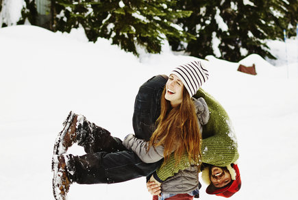couple-fun-winter-snow