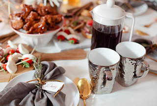 folgers-fresh-mommys-5-ingredients-for-a-curated-table
