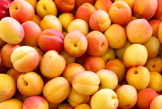 farmers-market-finds-peaches