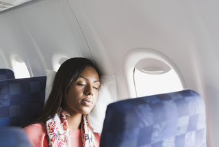 trick-to-sleeping-comfortable-on-airplane