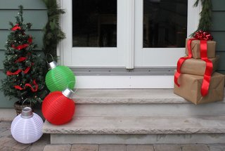 giant-christmas-ornament-decorations