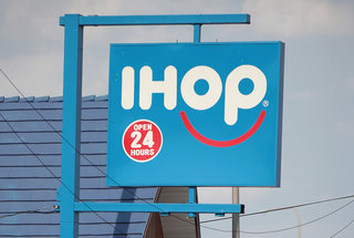150-applebees-IHOP-restaurants-closing