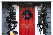 halloween-door-black-garland