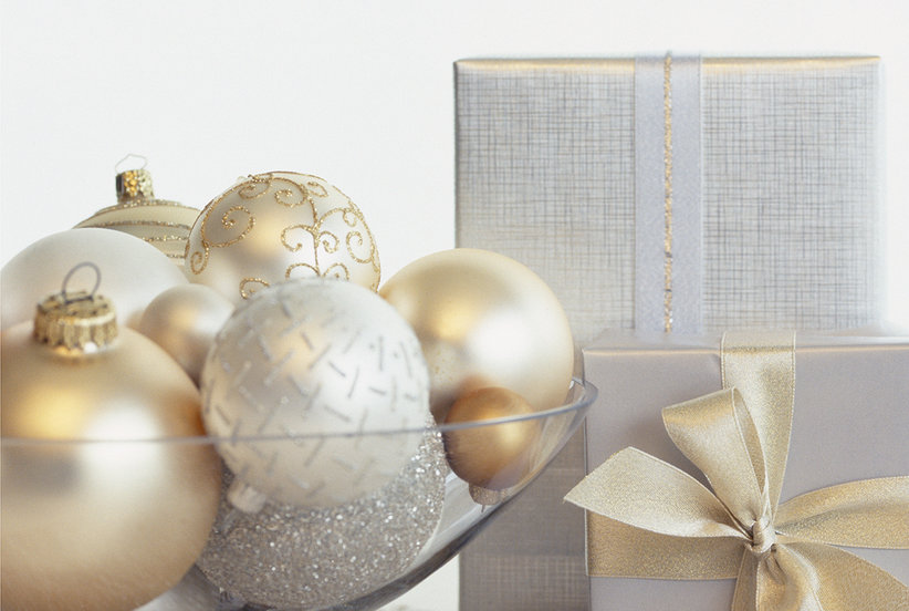 How to decorate a small space for the holidays real simple for Ica home decor