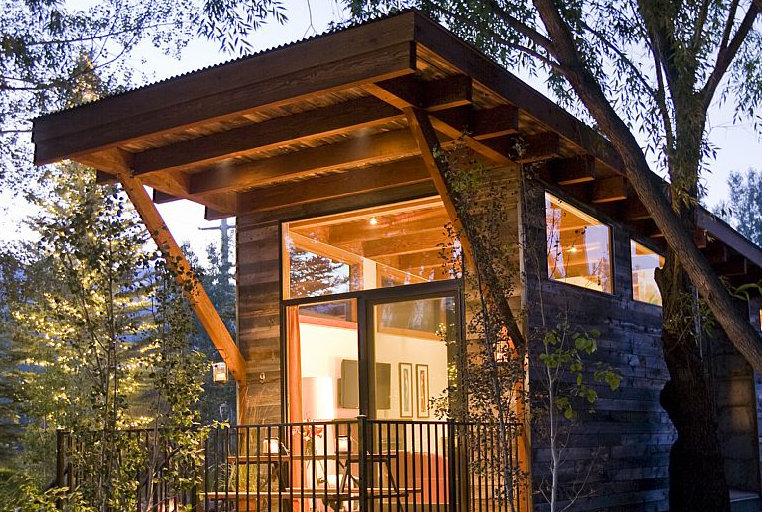 Ski cabin in jackson hole wyoming 10 tiny houses you for Cabin rentals in jackson hole wy