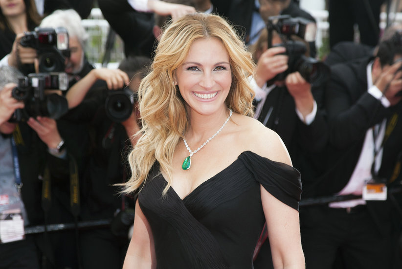 Julia Roberts Reveals New Short Hairstyle—Proving That This Is the Trendiest Style of the Summer