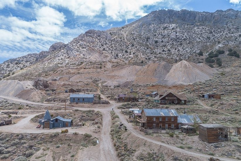 You Can Buy This California Ghost Town For Less Than $1 Million