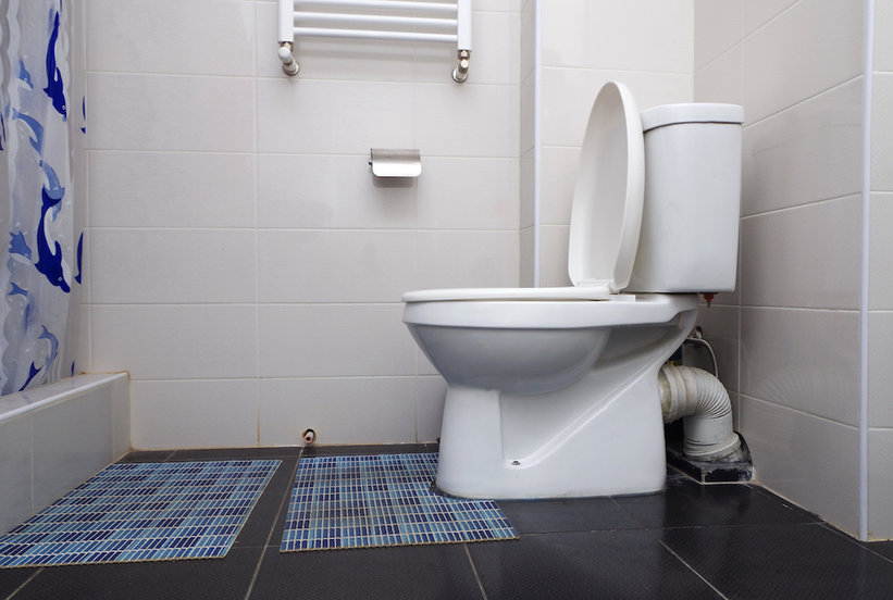 The Tool That Gets Bathrooms Spotless–Even Behind The