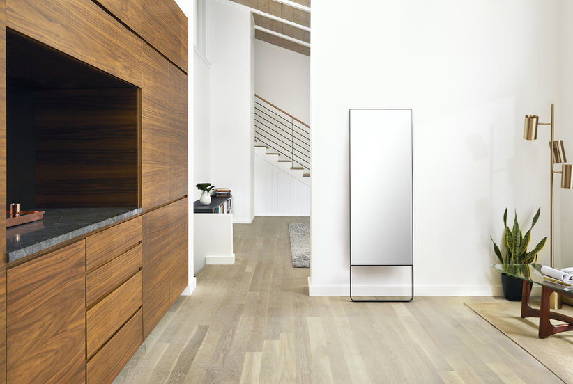 This Futuristic Mirror Live-Streams Fitness Classes to Turn Your Home Into a Personal Gym