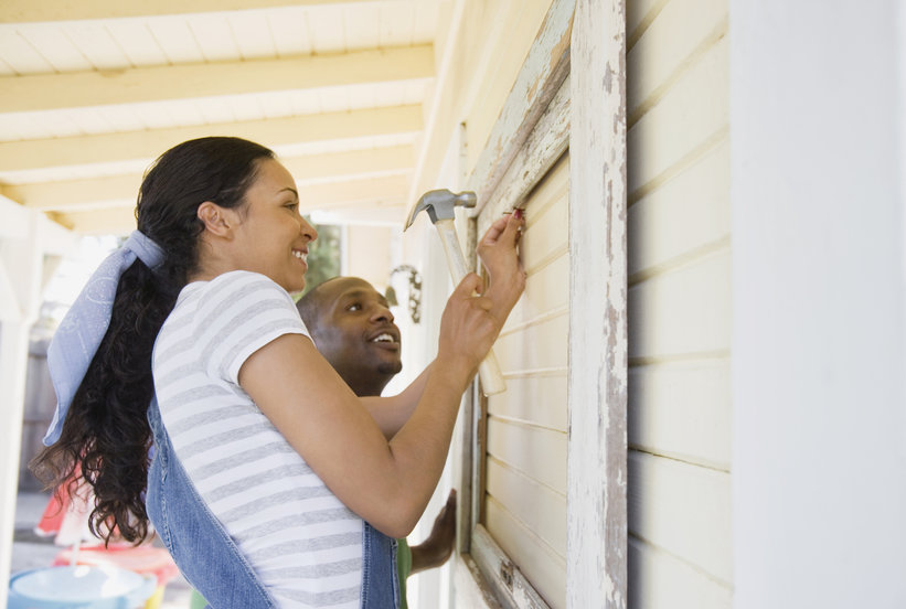 Should You DIY Home Repairs, or Hire a Pro to Do All the Work?