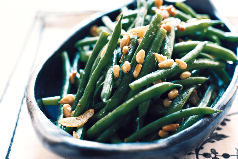 Garlicky green beans with pine nuts thanksgiving green for Easy thanksgiving green bean recipes
