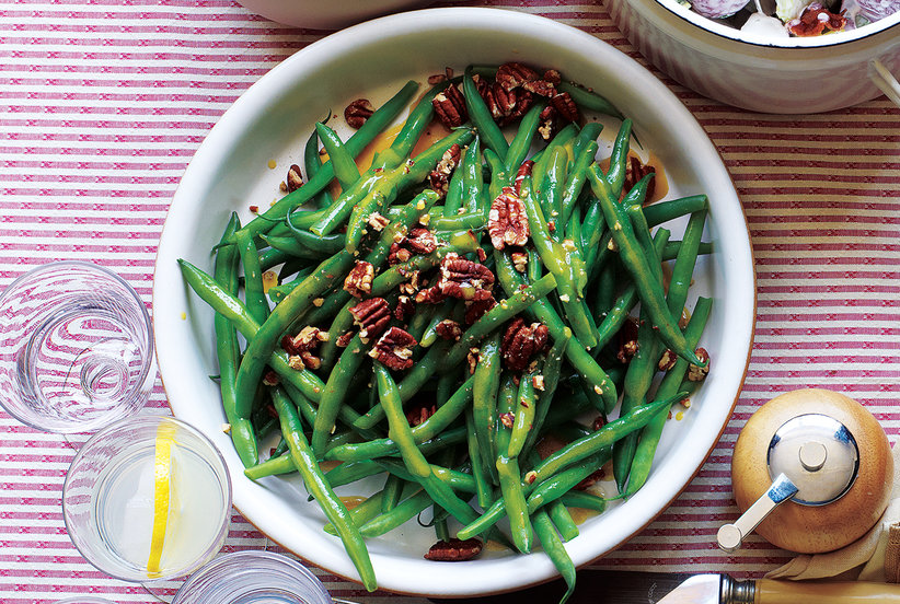 Green beans with pecans and maple vinaigrette for Easy thanksgiving green bean recipes