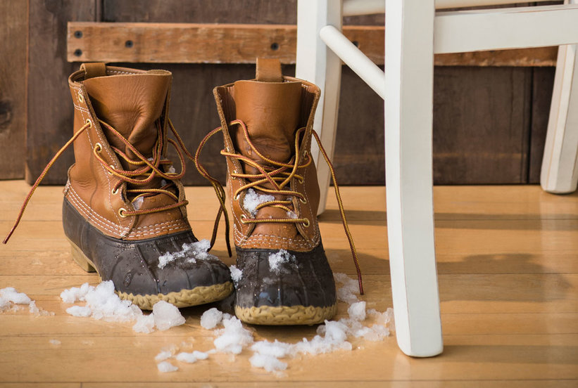 5 Simple Ways to Keep Hardwood Floors Looking Good as New All Winter Long