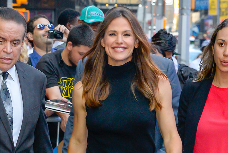 Jennifer Garner's Makeup Routine Is Only Three Simple Steps