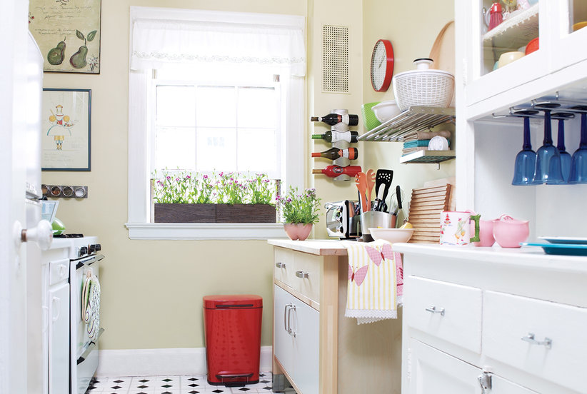 Small spaces the insiders guide to online home decor - Simple bathroom designs for small spaces ...
