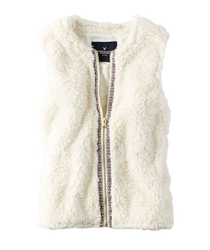 american-eagle-white-faux-fur-vest