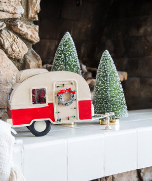 camper-van-christmas-decor