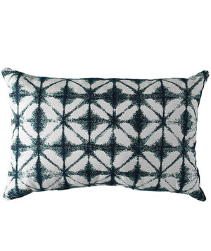 https://cdn-image.realsimple.com/sites/default/files/styles/rs_main_image/public/1494260820/windowpane-pillow.jpg?itok=bhPz0tqz