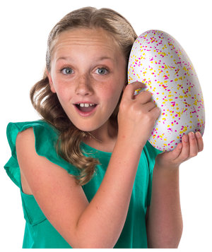girl-hatchimals-egg