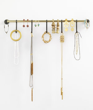 wall-organized-jewelry