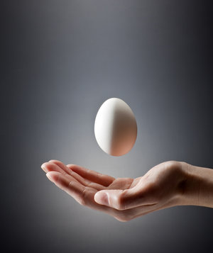 easter-games-adults-egg-toss