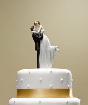 bride-groom-topper-wedding-cake