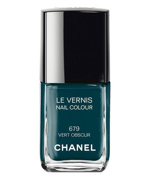 chanel-nail-colour-vert-obscur