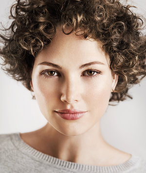 model-short-curly-hair